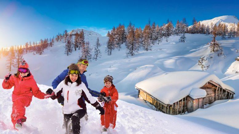 Une famille dans la neige